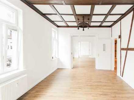 Helle Büroräume in der Innenstadt: Erstbezug nach Modernisierung