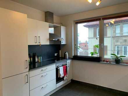 Moderne, helle 2-Zimmer-Wohnung mit Einbauküche und Balkon