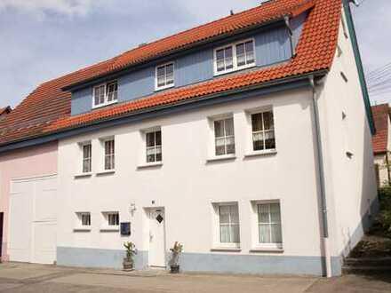 Großes modernisiertes Einfamilienhaus mit Garage und Scheune
