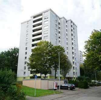 Helle, geräumige 3 Zimmer-Eigentumswohnung mit 2 Loggien und Garage