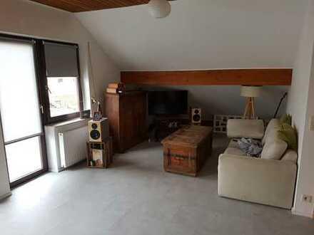 Ansprechende 1-Zimmer-DG-Wohnung mit Balkon und Einbauküche in Bingen am Rhein