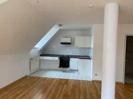 Schönes Loft-Apartment mit Balkon und TG-Stellplatz