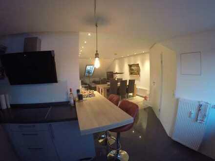 Exklusive, sanierte 3-Zimmer-Dachgeschosswohnung mit Loggia und Doppelstellplatz