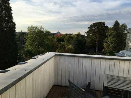 Exklusive Altbau-Dachgeschosswohnung mit Terrasse in Südstadt am Botanischen Garten