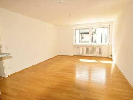 Traum 3 Zimmer/Küche/Bad, Parkett, helles Bad, EBK, TG möglich in Zentrumsnähe