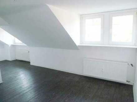 Modern und ruhige, bezugsfertige Dachgeschoßwohnung mit modernem Bad und Designboden