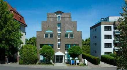 Oberursel Zentrum Erstbezug: Exklusive 2-Zimmer-Penthouse-Atelier-Wohnung mit Einbauküche/Bartheke