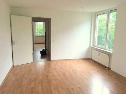 2 Zimmer-Wohnung - Bad mit Fenster, Balkon und Tiefgarage. Jetzt einziehen!
