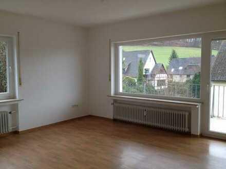 Gepflegte Hochparterre-Wohnung mit vier Zimmern und Balkon in Bad Pyrmont