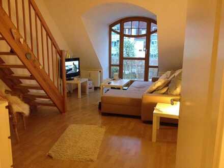 Schöne, helle Dachgeschosswohnung, 3 Zimmer mit Balkon, TG