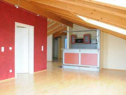 Exklusive, geräumige und modernisierte 2-Zimmer-Dachgeschosswohnung mit Einbauküche in Otterfing