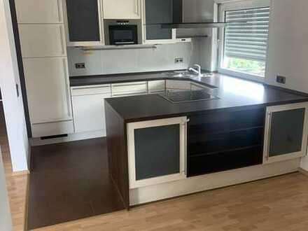 Gepflegte 5-Zimmer-Wohnung mit Balkon und EBK in Weiterstadt