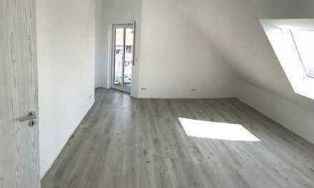 Vollständig renovierte 3-Zimmer-Penthouse-Wohnung mit Balkon in Mainhausen