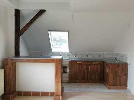 Vollständige renovierte 2-Zimmer-Dachgeschosswohnung mit Einbauküche in Grünhain-Beierfeld