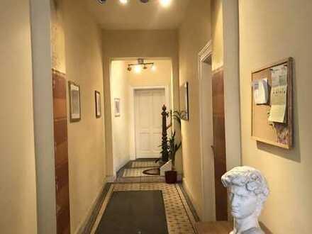 Attraktive, gepflegte 3-Zimmer-DG-Wohnung zur Miete in Bonn