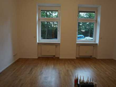 ***Emailkontaktanfragen über Immobilienscout! Sanierte EG-Altbauwohnung mit schicker Einbauküche!***