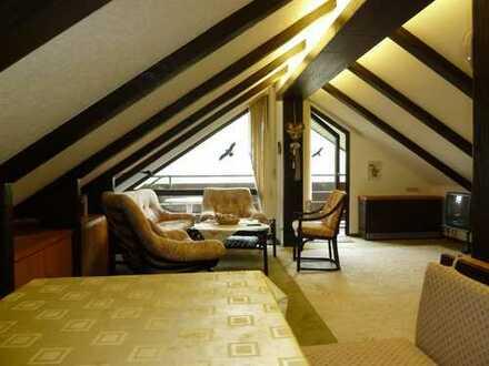 Gepflegte DG-Wohnung mit drei Zimmern sowie Balkon und Einbauküche in Baiersbronn