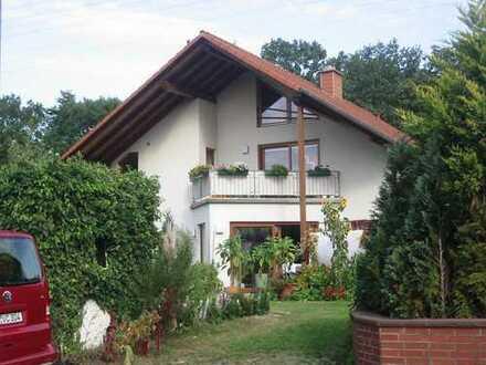 Gifhorn Stadt, 3-5 Zimmer Komfortwohnung (OG), 2 Balkone mit Garage, Stellplatz, in 2 Familienhaus