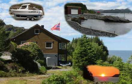 Haus, Bootshaus, Boot mit Liegeplatz am Fjord/Meer