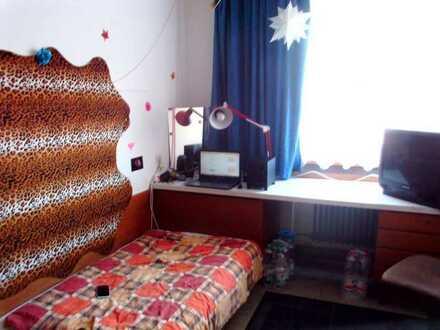 Zimmer im Studentenwohnheim (nur Studentinnen) möbliert