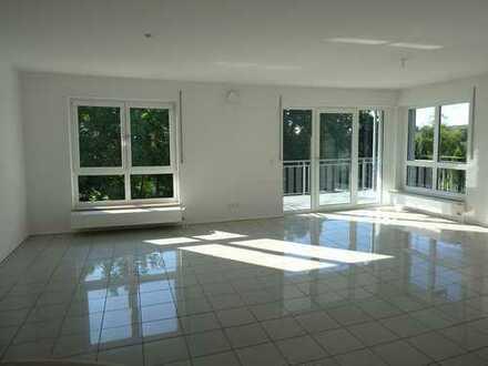 helle 2-geschossige 5-Zi-Wohnung mit Balkon und Zugang zu Terrasse und Garten