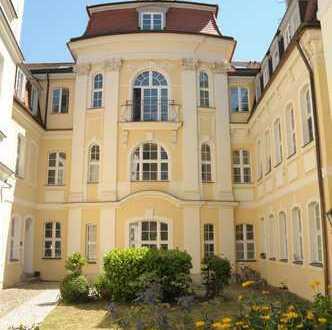 Elegante, großzügige 5-Raum-Wohnung in repräsentativem Türmchenhaus