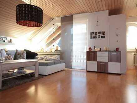 Gepflegte 3-Zimmer-DG-Wohnung mit Balkon und kleiner Einbauküche in Weißenhorn