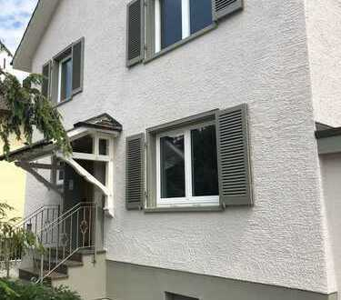Neu renoviertes Einfamilienhaus mit Freisitz