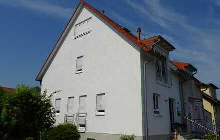Moderne Doppelhaushälfte mit schönem Garten in Bad-Dürkheim, Fronhof