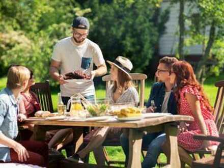 Grillen Sie mit Freunden auf der eigenen Terasse
