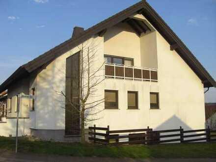 Modernisierte 3,5-Zimmer-DG-Wohnung mit Balkon und EBK in Sankt Ingbert