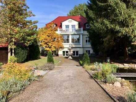 Neoklassizistische Villa am Berliner Stadtrand - Anlageobjekt mit Stil und Ertrag