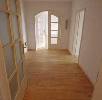 Attraktive Penthouse-Wohnung mit 134,9 qm Wfl. + 100 qm Dachterrasse - Göggingen