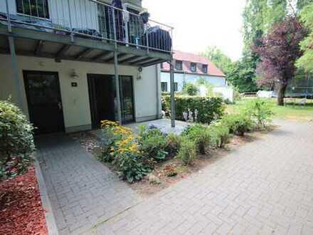 Wohnen in restauriertem Rittergut !! 2-Zi.,Parkett,Terrasse,Wannenbad,Stellplatz!
