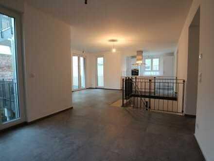 Moderne Wohnung über 2 Etagen mit traumhaftem Garten in Ffm.-Oberrad