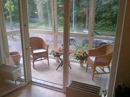 Wohnen am Stadtpark: sehr attraktive 3-Zimmer-Wohnung mit EBK, Loggia, Fahrstuhl und Tiefgarage