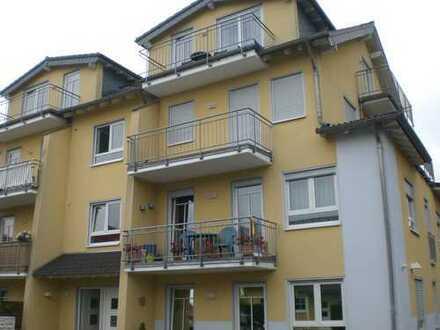 gepflegte 3 Zimmer Wohnung und PKW-Außenstellplatz