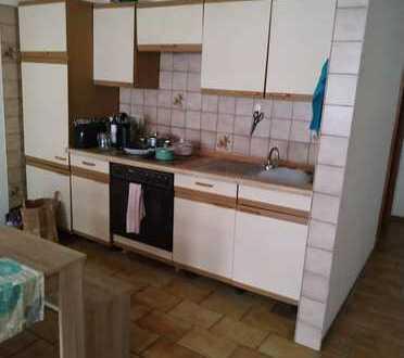 Gepflegte Wohnung mit zwei Zimmern und Einbauküche in Hellenthal