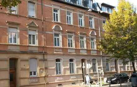 Modernisierte, helle 3-Zimmer-Wohnung mit Balkon und Einbauküche in Ludwigshafen, Hemshof
