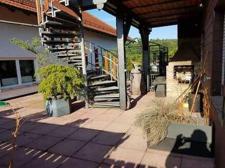 Gepflegte 5-Zimmer-DG-Wohnung mit Balkon und Einbauküche in Main-Kinzig-Kreis