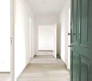 *frisch sanierte, gemütliche 3-Zimmer-Dachgeschosswohnung*