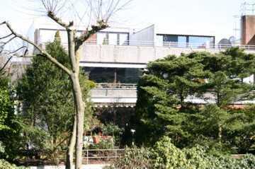 Attraktive 5-Zimmer-Wohnung mit Balkon, Dachterrasse, Tiefgarage und EBK in Bremen - Horn