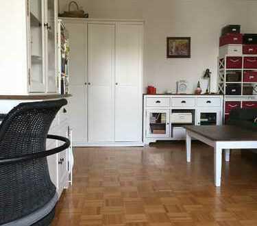 **1 Zimmer-Küche-Bad Wohnung mit Einbauküche und Balkon**