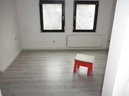 Preiswerte, sanierte 3-Zimmer-DG-Wohnung mit Balkon in Dortmund