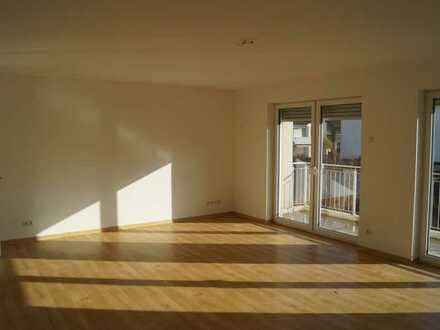 Geräumige 3 Zimmer Wohnung mit Duschbad und Balkon