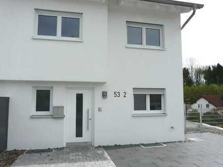 Sofort beziehbar! Neubau Reiheneckhaus in sonniger Wohnlage mit Einliegerwohnung und Aussicht ins Gr