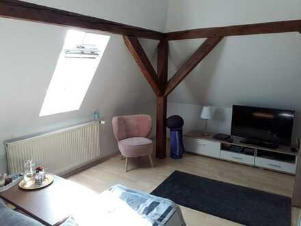 Gepflegte 3-Zimmer-Dachgeschosswohnung mit EBK in Augsburg