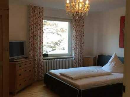 Gepflegte 2-Raum-Wohnung mit Einbauküche in Krailling