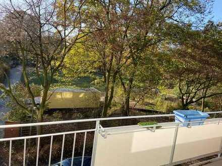Modernisierte 3+1-Zimmer-Wohnung mit 2 Balkonen und Einbauküche in Bremen