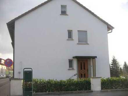 Doppelhaushälfte in Feldrandlage von Altlussheim von Privat